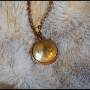 Jewelry - Antique looking two toned necklace